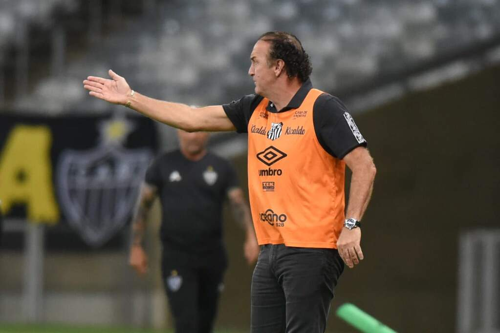 Apesar da derrota, Cuca elogia postura dos meninos do Peixe
