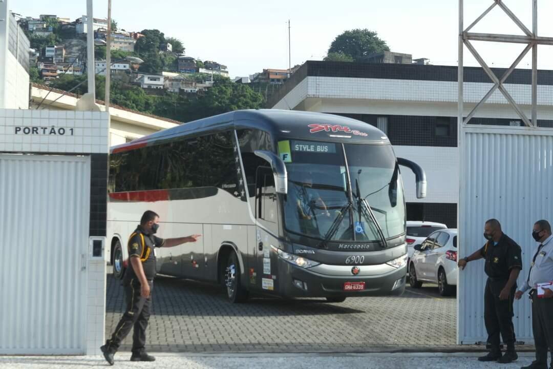 Titulares do Santos começam viajem para o Rio de Janeiro
