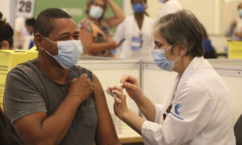 Vacinas distribuídas cobrem apenas 7% do grupo prioritário