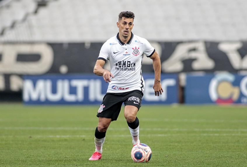 Danilo Avelar é um dos ateltas que testaram positivo para covid-19