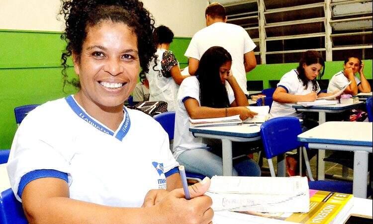 EJA proporciona aulas para quem não teve oportunidade de estudo