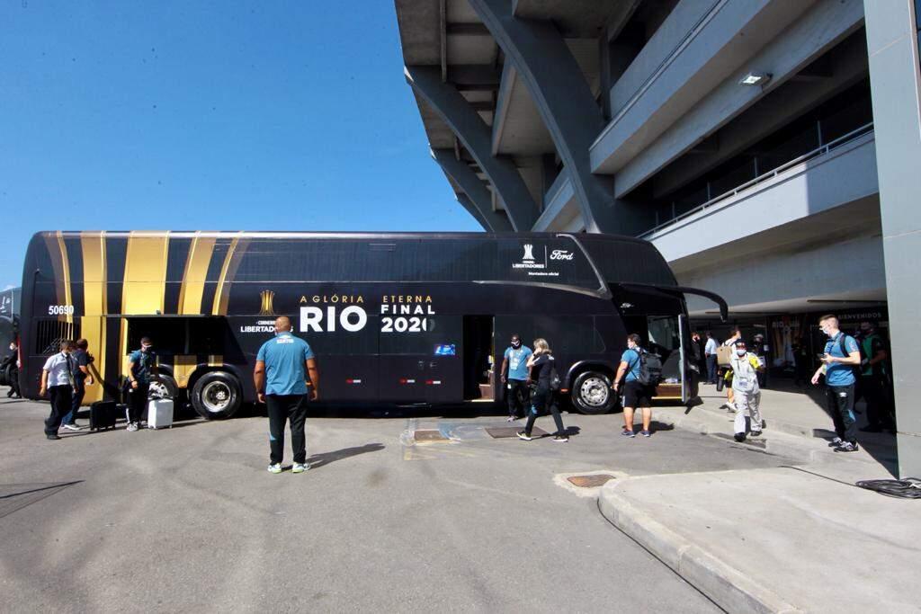 Elenco santista chegou ao Maracanã por volta das 15h10