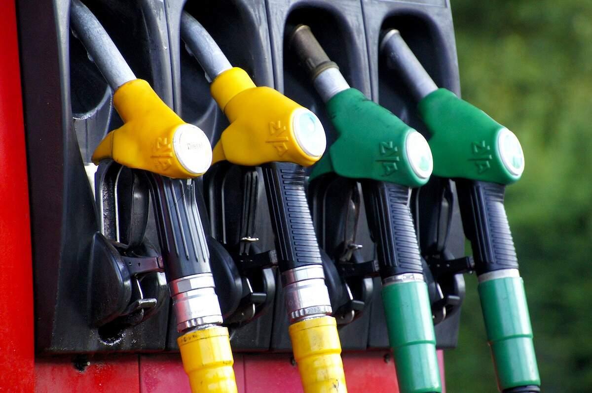 Gasolina e diesel estão mais baratos nas refinarias a partir desta quinta