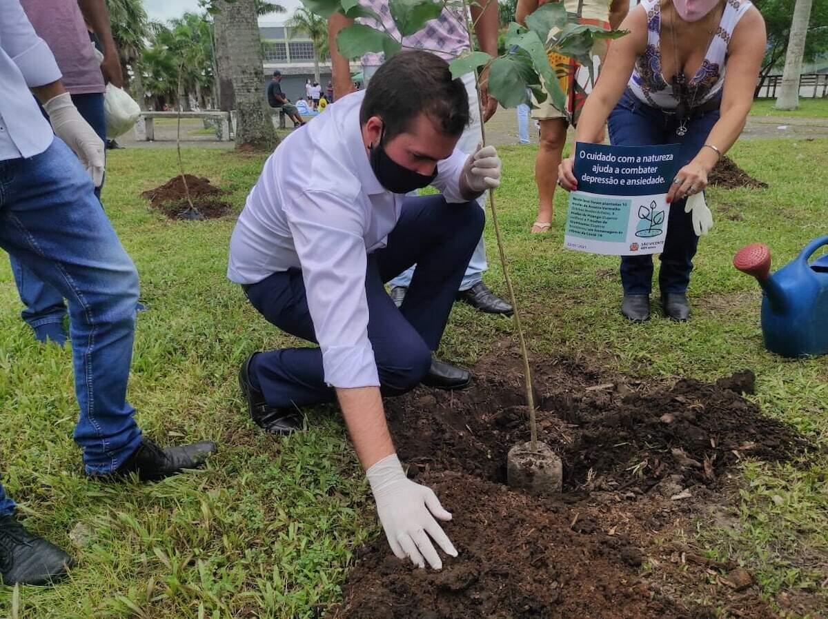 Prefeito Kayo Amado participação de ação de plantio de mudas