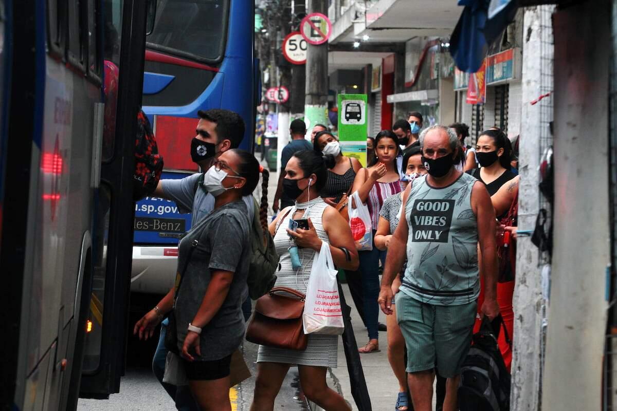 No Brasil, a média móvel caiu 5,90%