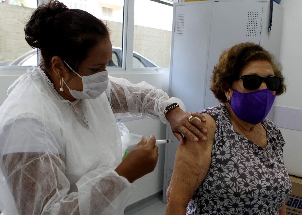 São Sebastião finaliza imunização contra Covid-19 de idosos entre 77 e 79 anos