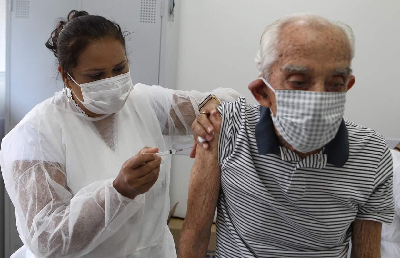 Vacinação continua em Santos