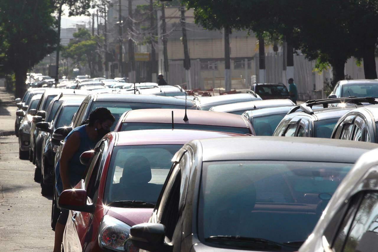 De acordo com agentes de saúde na Arena Santos, local recebeu 2700 doses da vacina