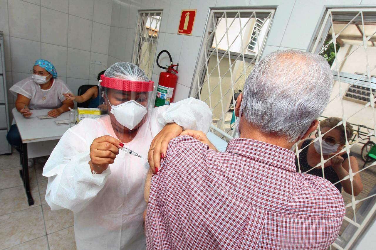 Entre os 9,5 milhões de imunizados, 3.467.045 receberam a segunda dose da vacina
