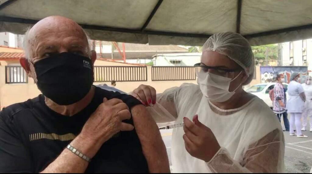 Com 85 anos, Pepe recebeu a imunização