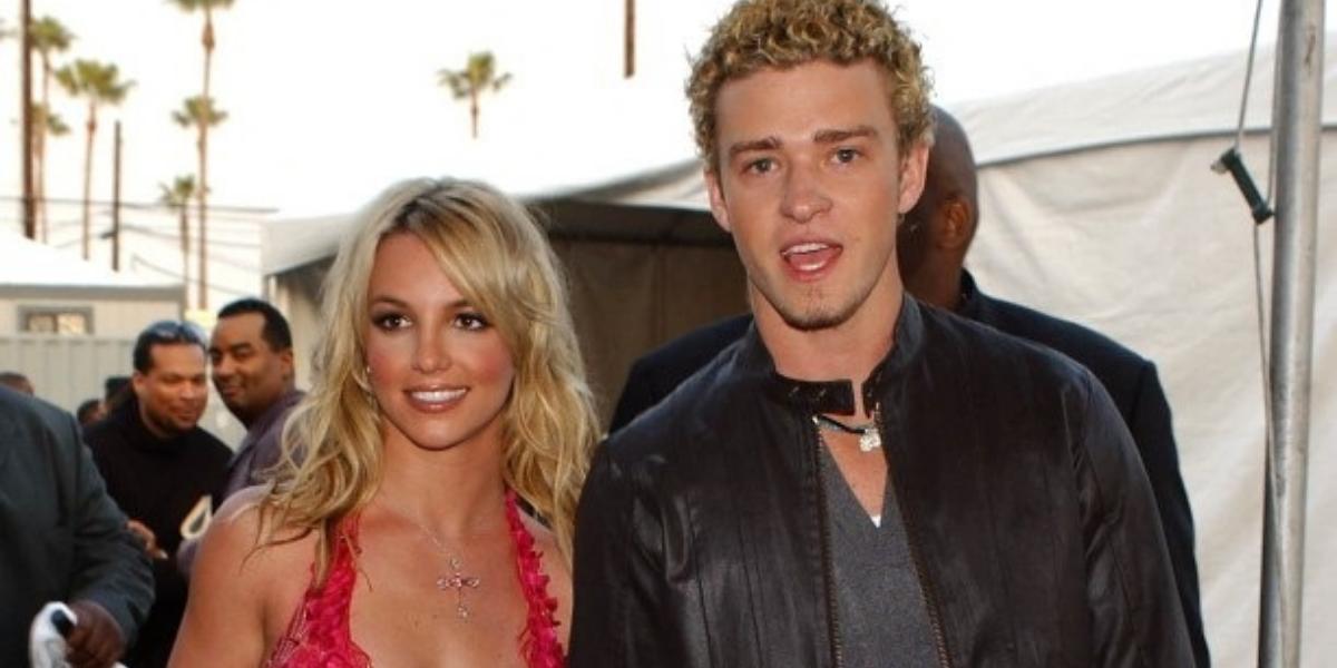 Britney namorou com Justin no início dos anos 2000; o término do casal foi turbulento