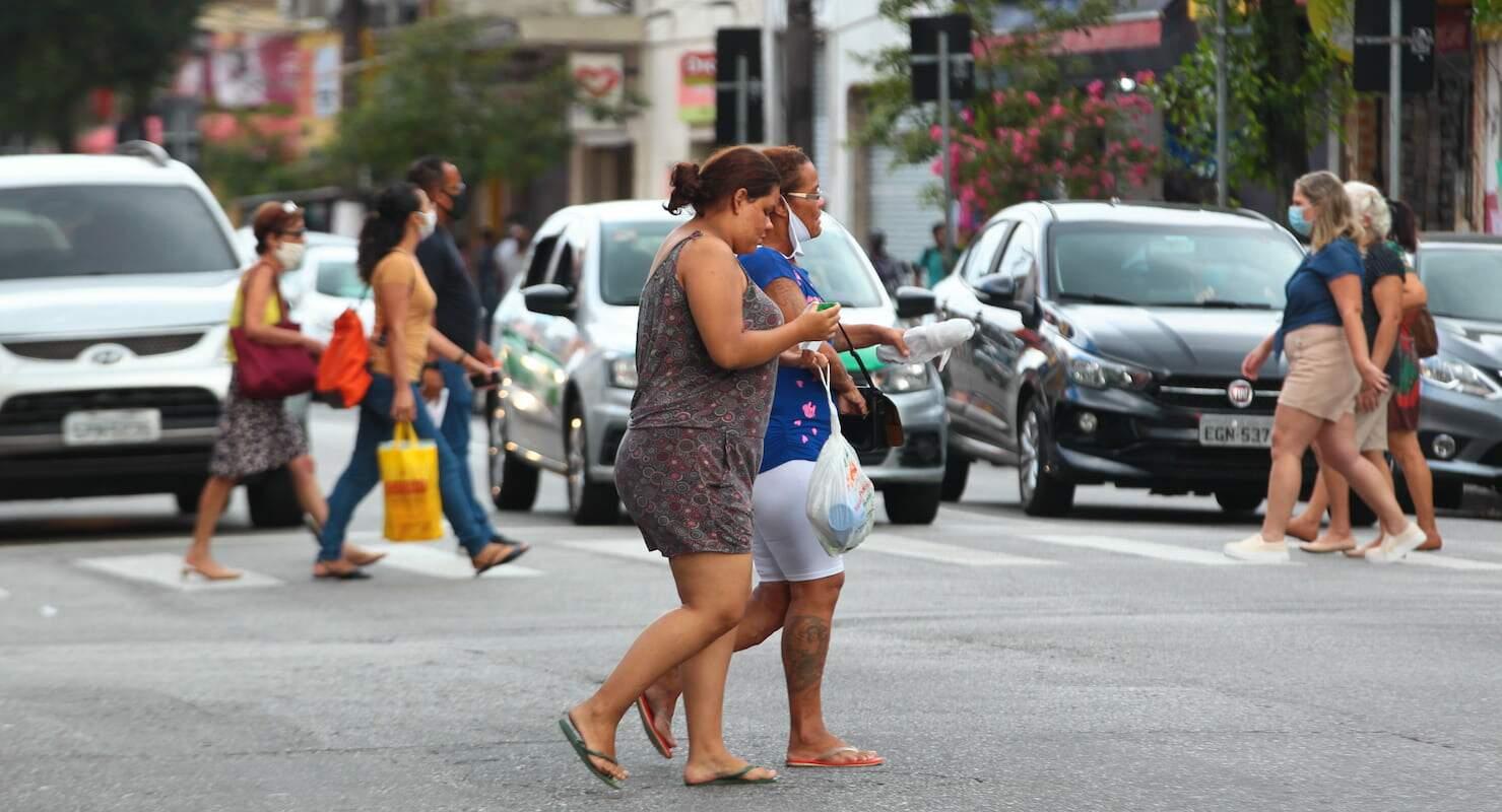 O número de mortes vem batendo recorde no Brasil e o número de casos também vem aumentando