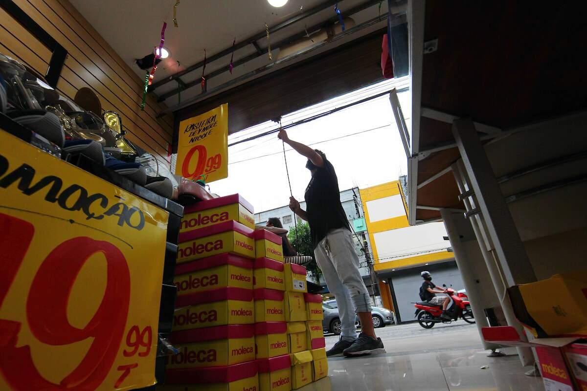 Comerciantes e empresários da região só devem voltar a contratar no segundo semestre
