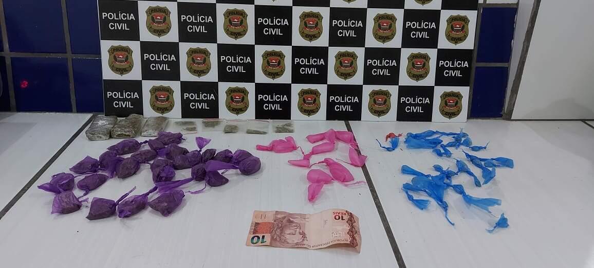 Polícia apreendeu porções de drogas e quantia em dinheiro com o suspeito