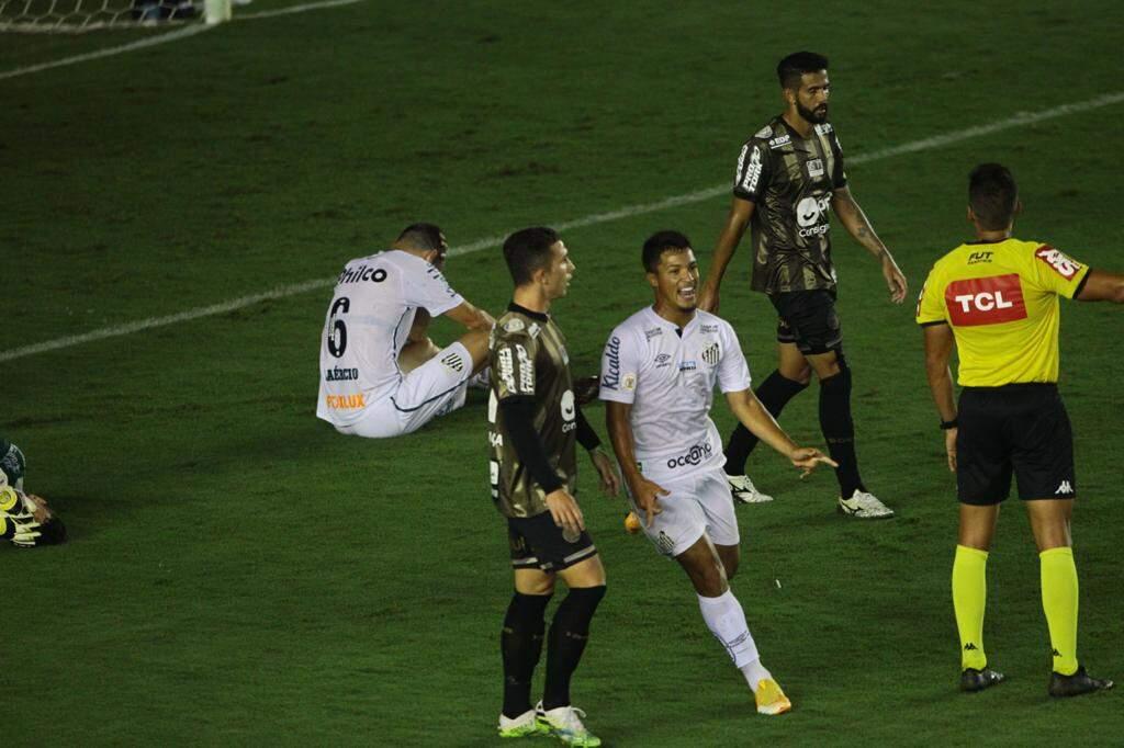 Garoto Marcos Leonardo marcou e sacramentou a vitória do Peixe na Vila Belmiro