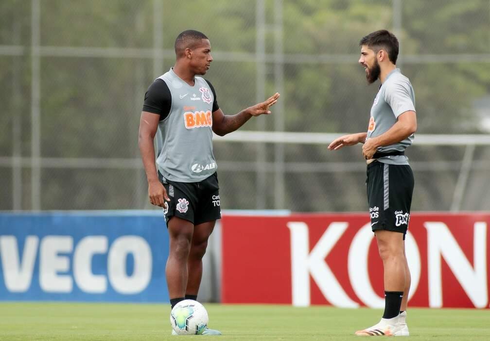 Xavier e Bruno Méndez durante treino no Corinthians