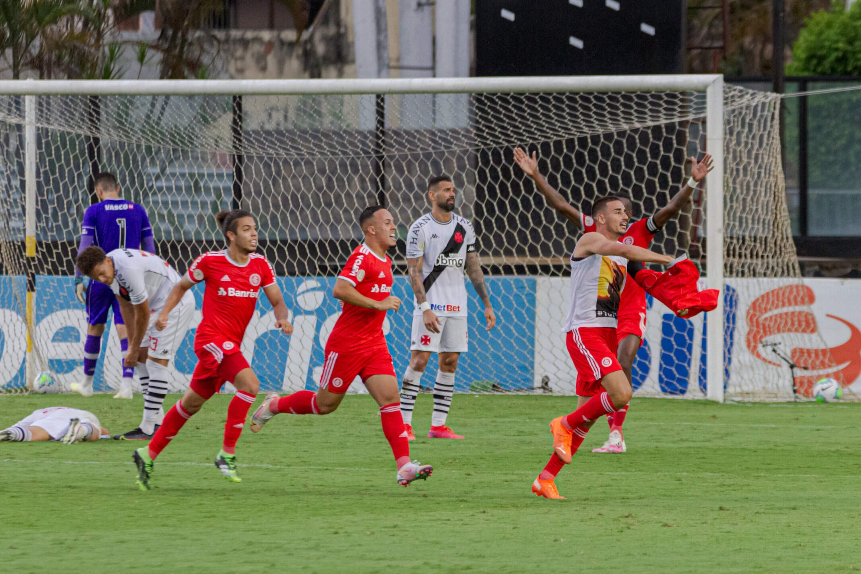 Tirando um pênalti polêmico perdido, o Vasco nada mais exigiu do Inter