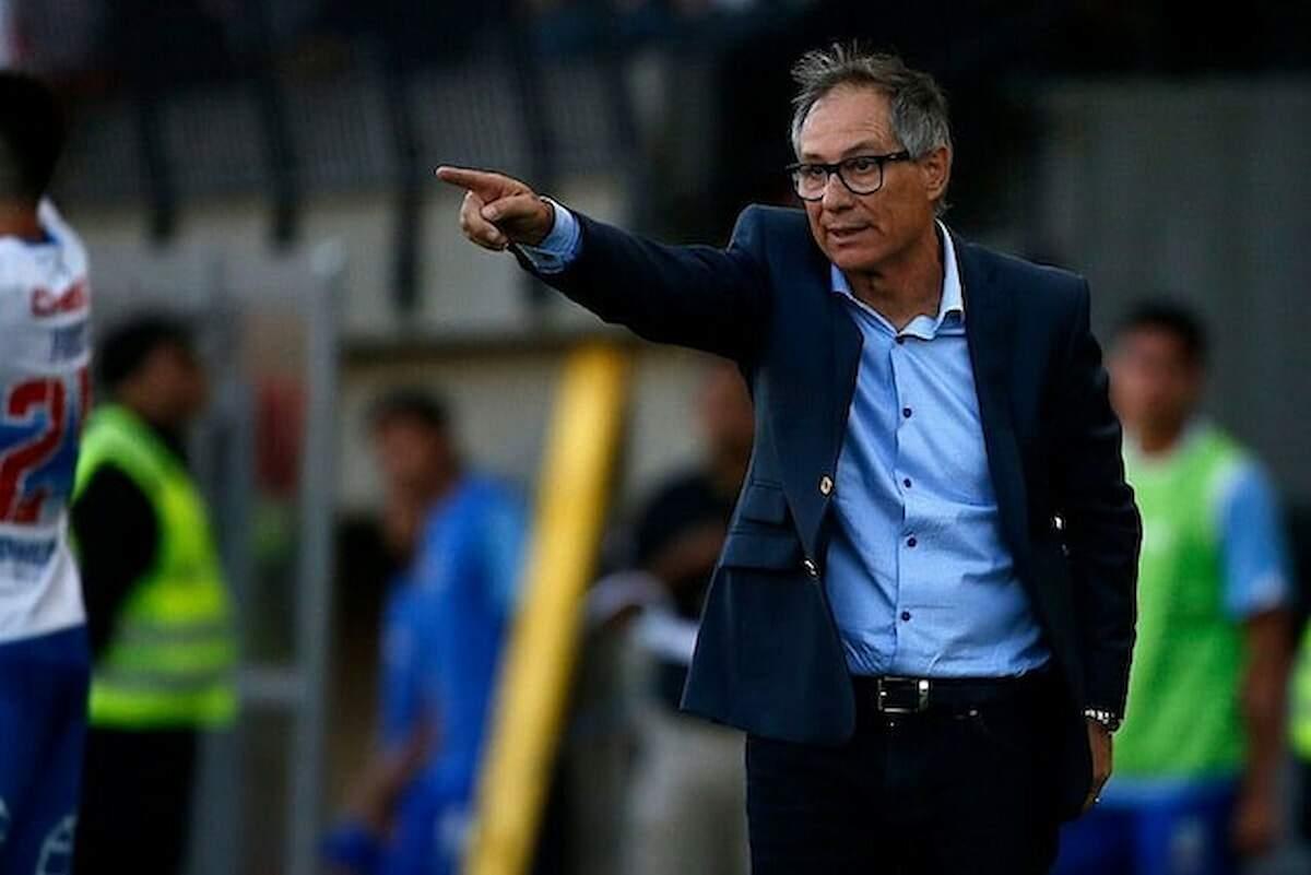 O treinador de 60 anos negocia a sua saída da Universidad Católica, do Chile