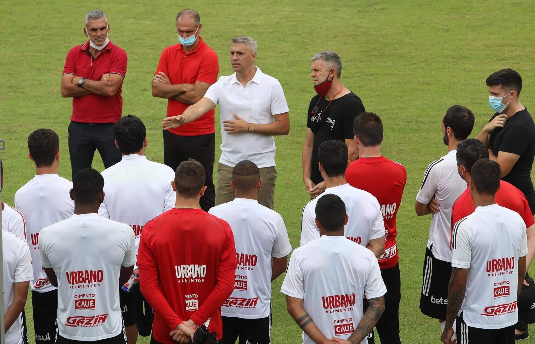 Crespo conversou com jogadores do São Paulo