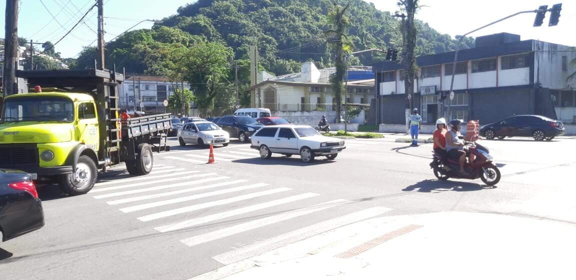 Semáforos ficaram sem funcionar no trecho entre a Avenida Francisco Manoel com Dr. Waldemar Leão