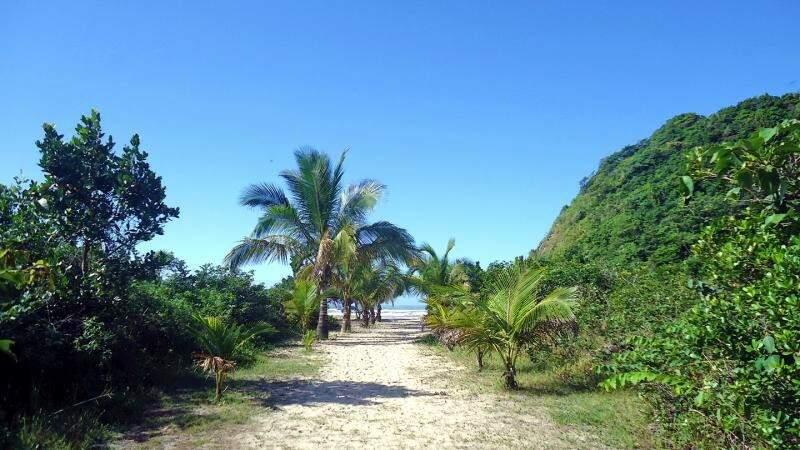 Praia do Caramborê é uma das atrações em Peruíbe