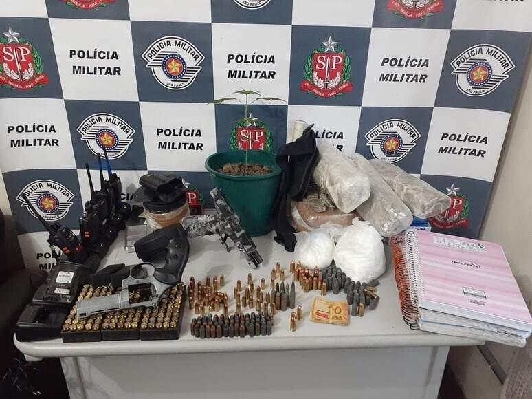 Todo o material ilícito encontrado nos dois imóveis foram apreendidos pela polícia