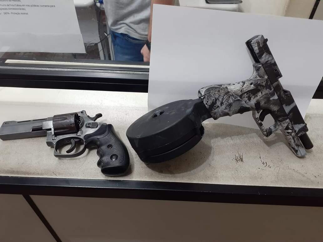Duas armas foram apreendidas no Caminho do Papa, em Cubatão