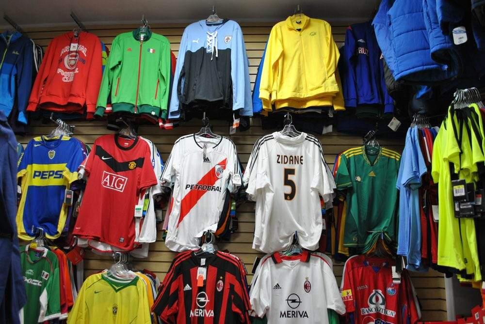 Venda de camisas antigas de futebol dispara na pandemia