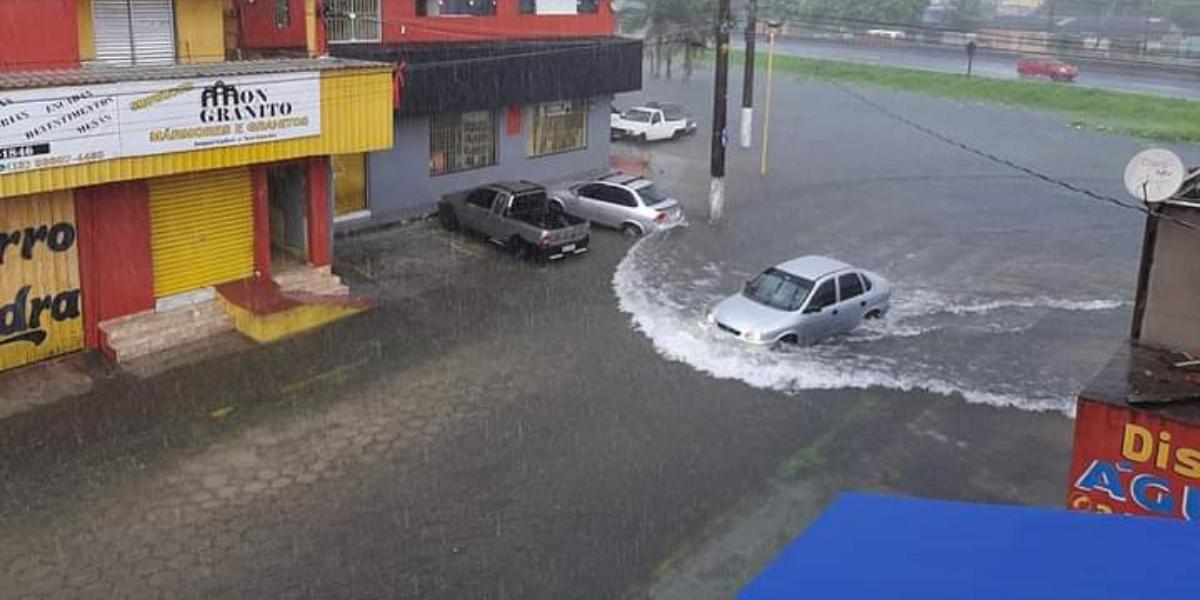 Motoristas foram fortemente afetados pela enchente em Mongaguá
