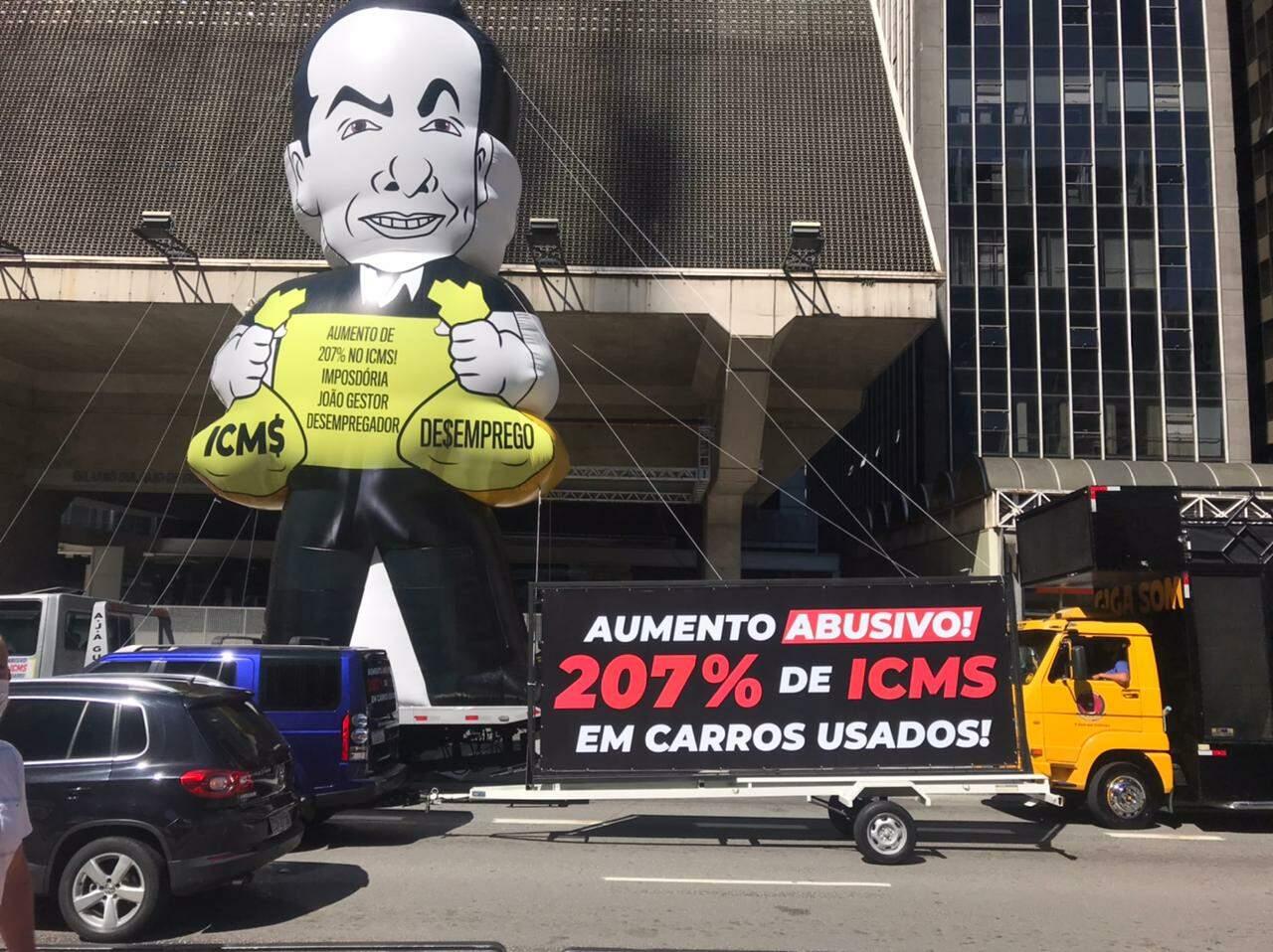 Avenida Paulista é bloqueada em protesto
