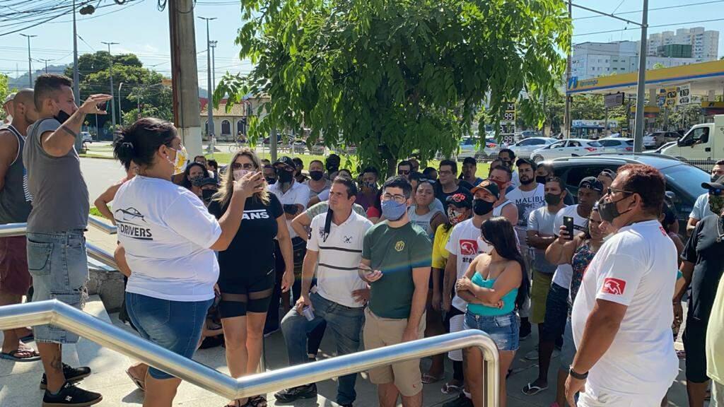 Motoristas de aplicativos protestam na frente de sede da Uber e 99 Táxi