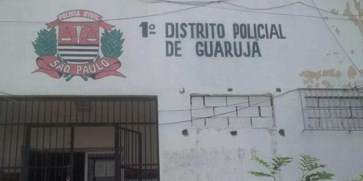 Policiais do 1º DP de Guarujá investigam a morte de mulher de 35 anos