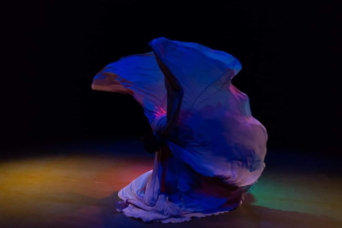 Estudo das raízes da dança serpentina levou Gabriel a começar seu projeto