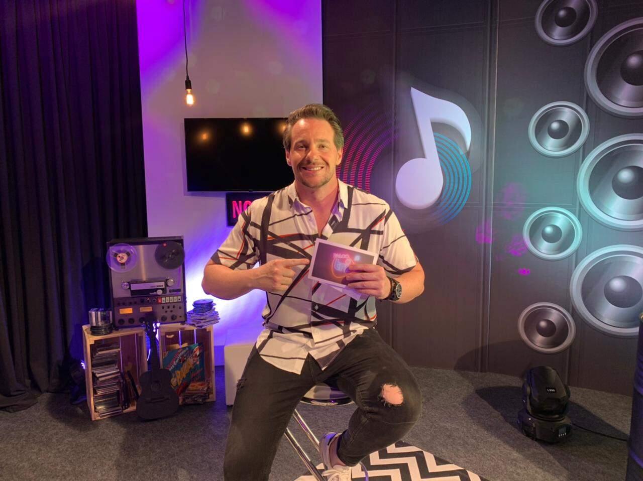 Palco Tri FM é apresentado pelo radialista Val Tomazini