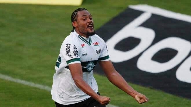Sabino foi um dos destaques do Coritiba na última temporada