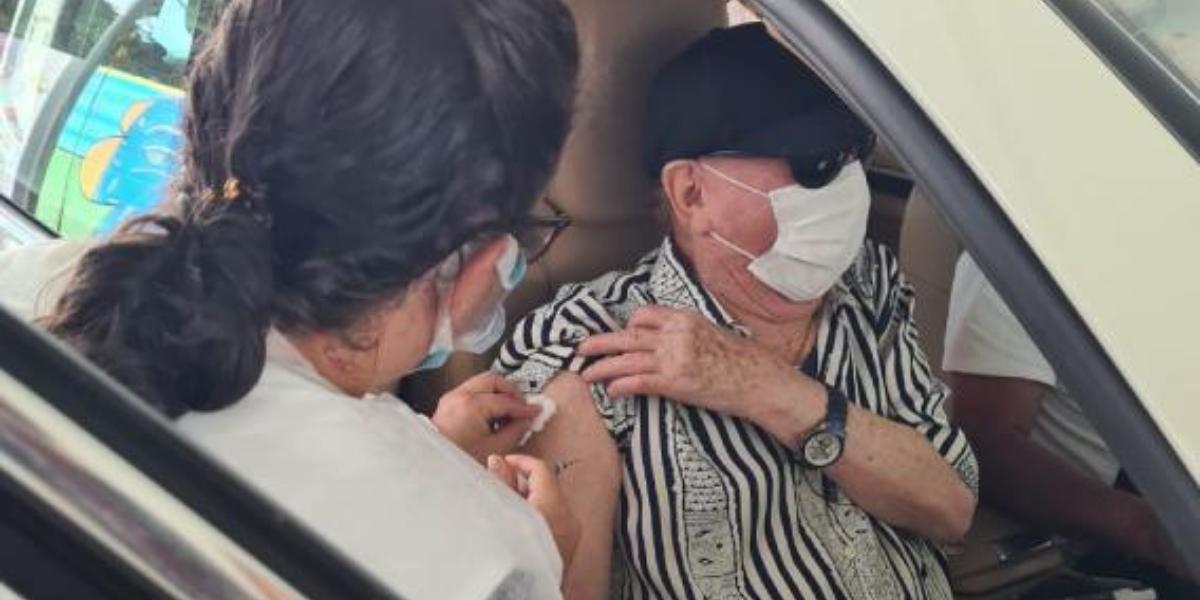 Raul Gil entra no hall de famosos vacinados em primeira fase contra a covid-19