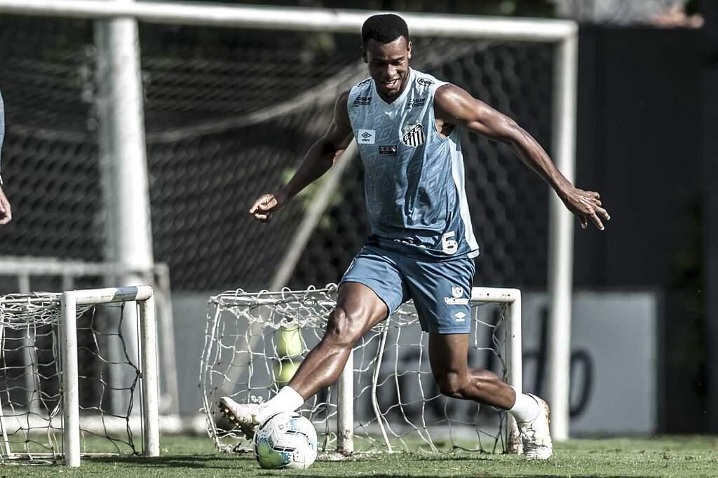 Copete espera liberação da Fifa para voltar a jogar pelo Peixe