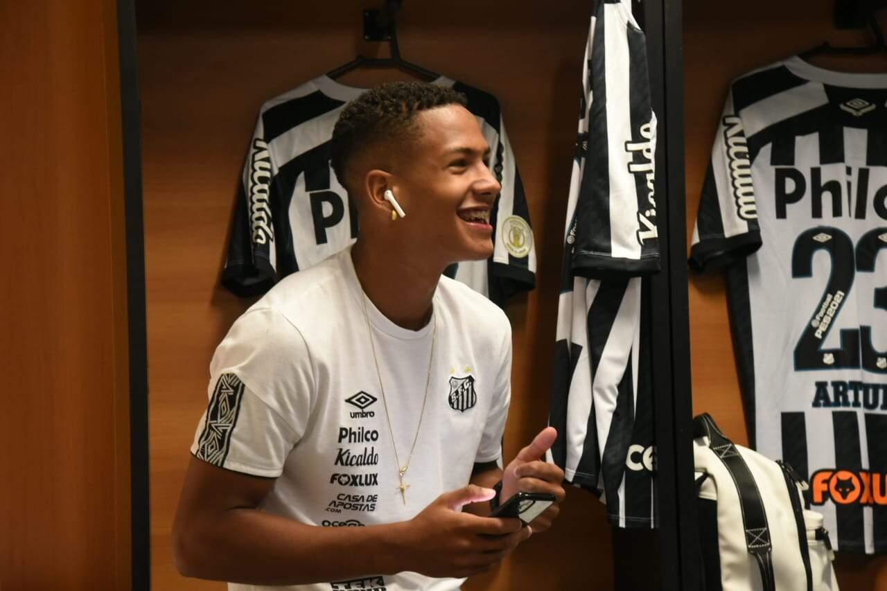 Ângelo quer que o Santos aproveite o fato de atuar dentro da Vila Belmiro