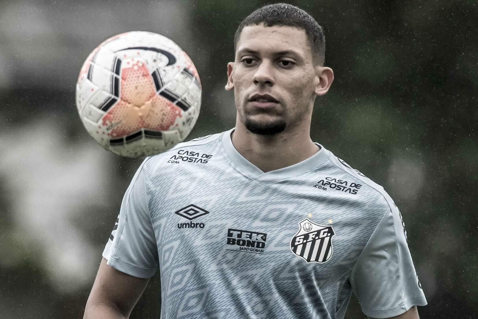 Alex foi titular da zaga do Santos nos dois jogos do Campeonato Paulista