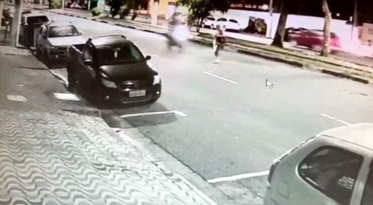 Vídeo mostra o momento do atropelamento.