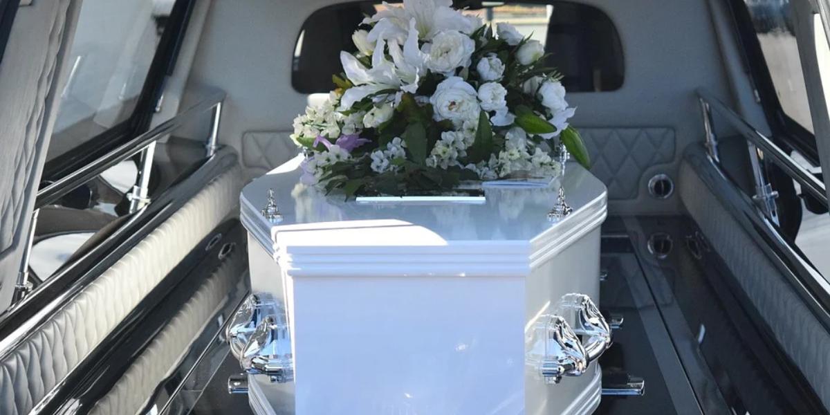 Demanda maior de sepultamentos e falta de matéria-prima para caixões preocupa o setor