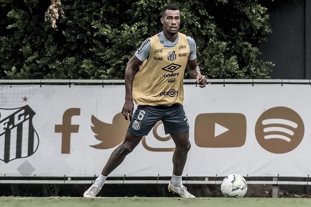 Santos estuda renovação de contrato com o atacante Copete