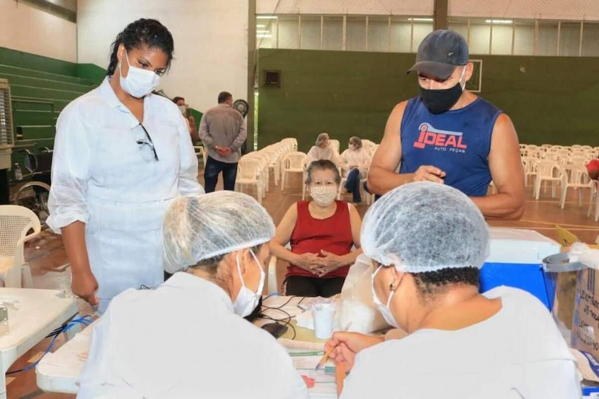 Vacinação contra a covid-19 prossegue em Santos