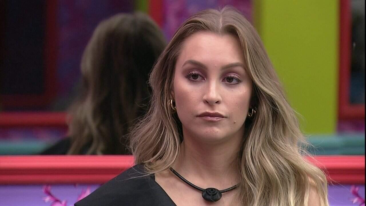 Carla Diaz desconfia do paredão falso, e divide suas suspeitas com os brothers