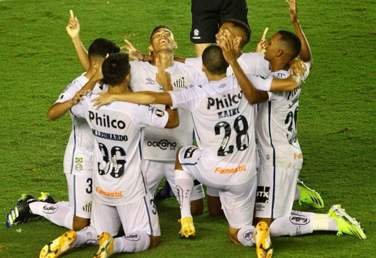 Santos comemora após abrir o placar contra o Deportivo Lara