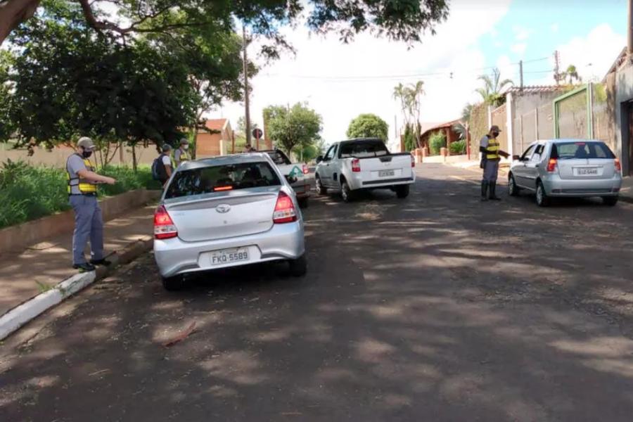 Motoristas que circulam pela cidade precisam apresentar justificativa
