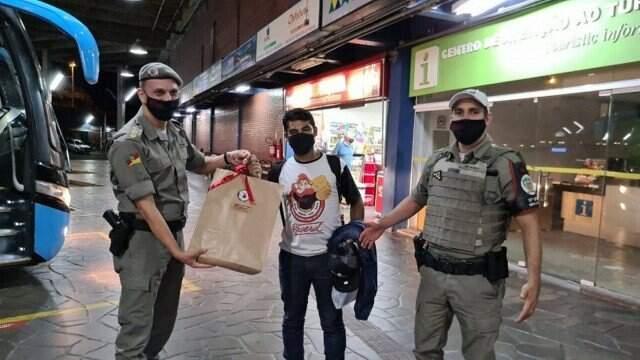Policiais militares arrecadaram R$ 500 para trazer Matheus de volta