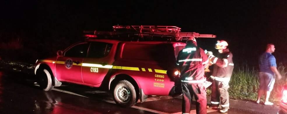 Corpo de Combeiros realizou o resgate da mulher que estava inconsciente por meio de cordas