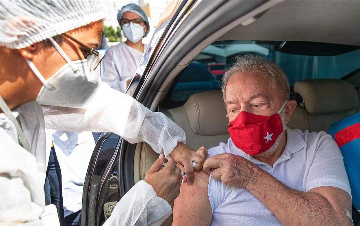 Ex-presidente foi vacinado dentro do carro em São Bernardo do Campo